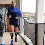 hombre corrió maratón en un balcón - Noticiero de Venezuela