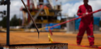 petróleo venezolano cae a precios de 1998 - Noticiero de Venezuela