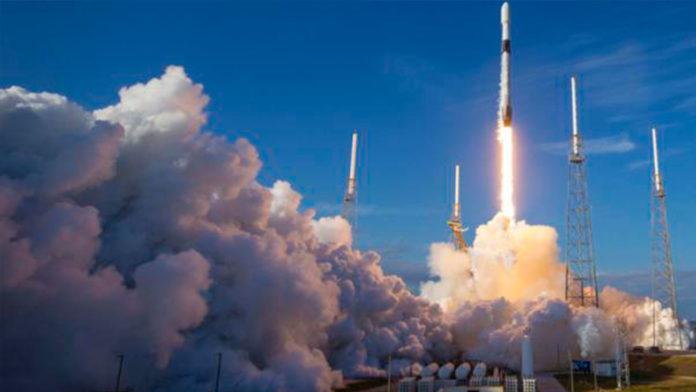 SpaceX envía 60 satélites