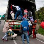 Venezolanos regresan desde Colombia