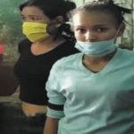 Mujer golpea a su hija-Noticierodevenezuela