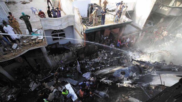 Accidente aéreo en pakistan - Noticiero de Venezuela
