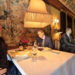 Maniquís en restaurante de EE UU - Noticiero de Venezuela