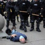 Anciano empujado por la policía sufrió una lesión - Noticiero de Venezuela