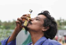 Cierran Licorerías en India - Noticiero de Venezuela