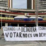 Estudiantes desplegaron una pancarta en el CNE - ndv
