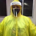 médicos usan impermeables contra el coronavirus - ndv