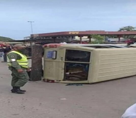 vuelcan patrulla en Boca de Uchire - ndv