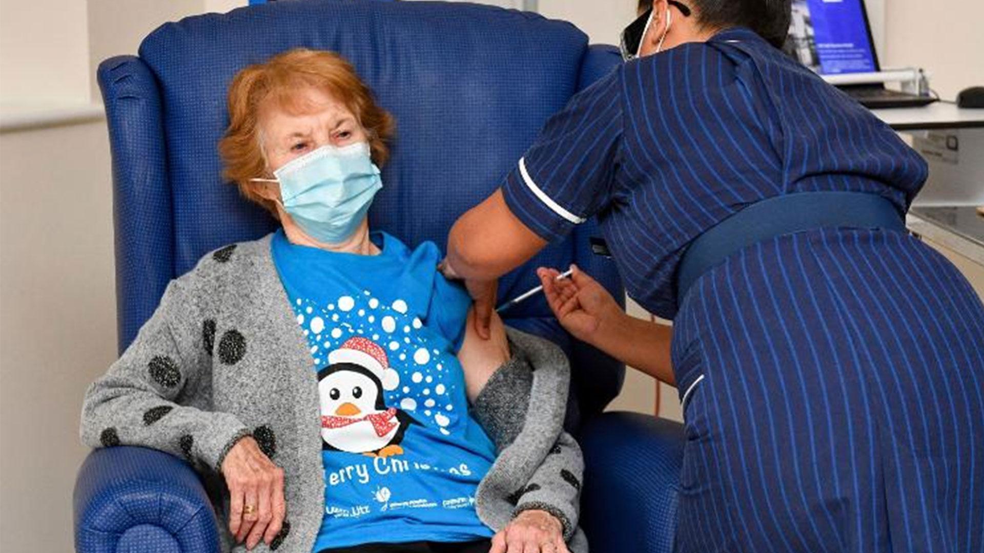 británicos reciben la vacuna contra el covid-19 - ndv
