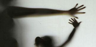 Joven abusada ritual espiritista
