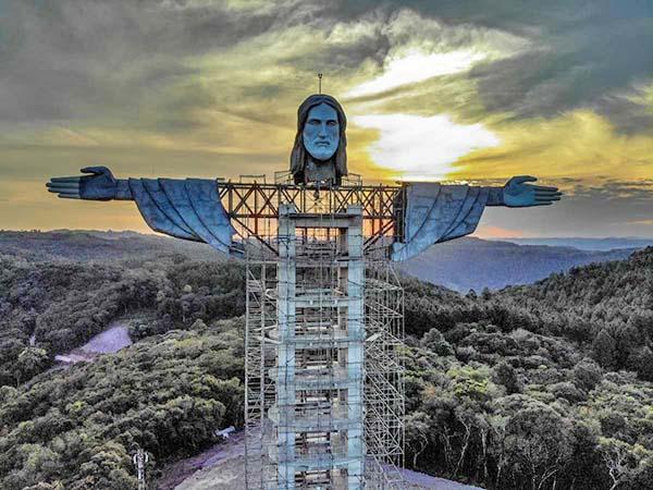 estatua de Jesús de Nazaret