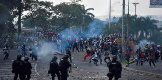 Denuncian ataques armados de civiles contra manifestantes