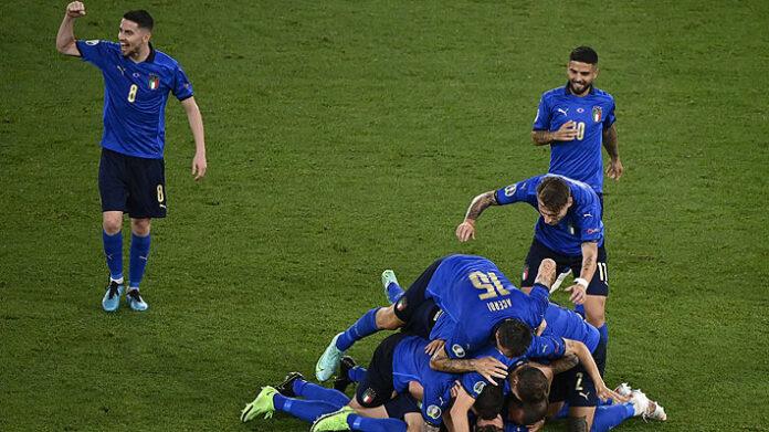 Italia golea a Suiza