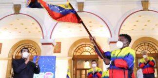 Maduro abandera a la delegación venezolana
