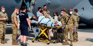 Mujer afgana dio a luz en avión