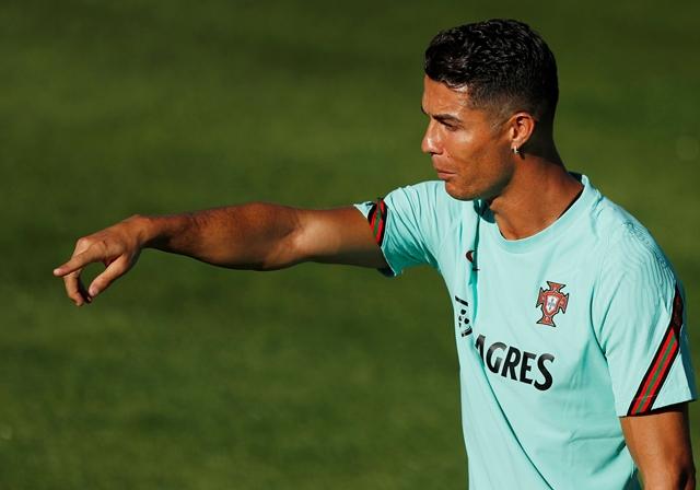 Cristiano Ronaldo firmó contrato