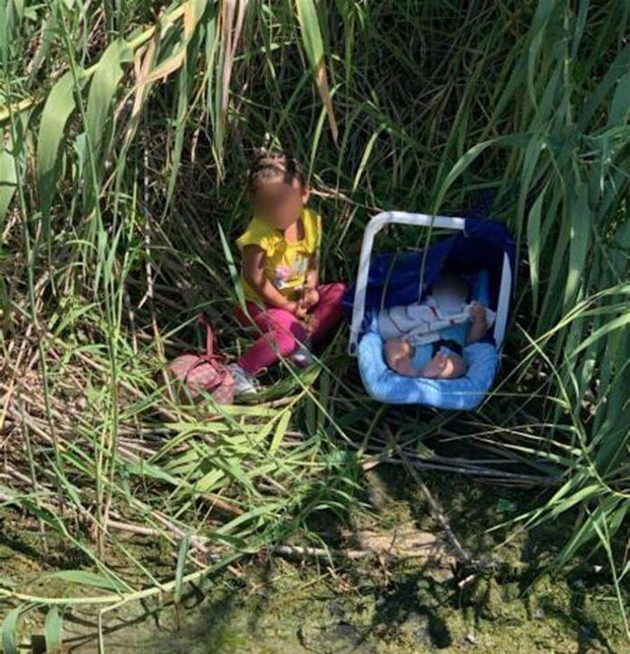 niños abandonados en rió fronterizo