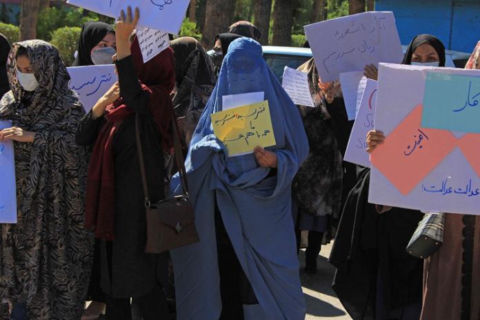Mujeres afganas protestan