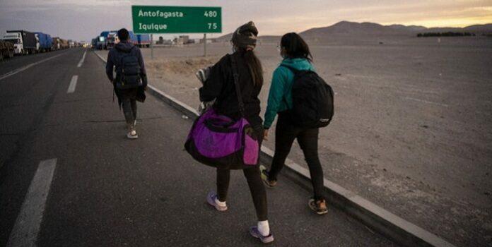 Chile retoma expulsión de migrantes