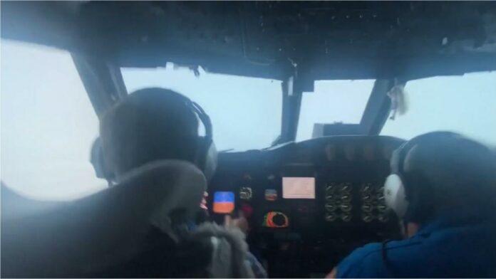 avión atravesó el huracán Ida