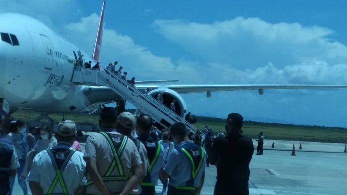 Llegó avión con turistas rusos