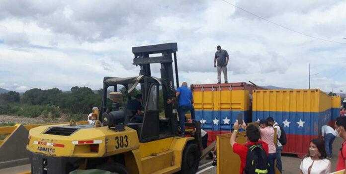 Retiran contenedores en el puente internacional